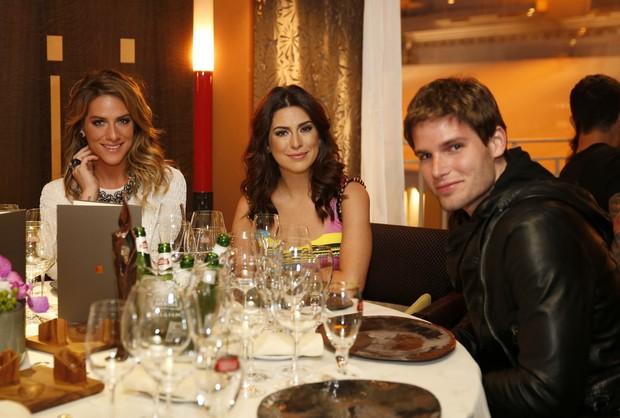 Giovanna Ewbank, Fernanda Paes Leme e Jonatas Faro em jantar em Cannes (Foto: Felipe Panfili / AgNews)