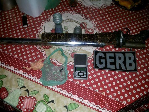 Material apreendido com o suspeito em Maruim (Foto: Gerb/Divulgação)