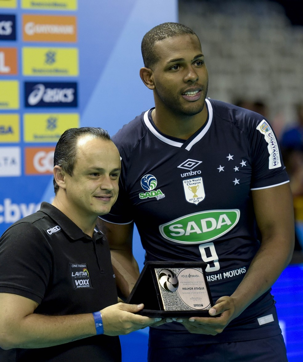 Leal levou o prêmio de melhor saque  (Foto: Divulgação/Inovafoto/CBV)