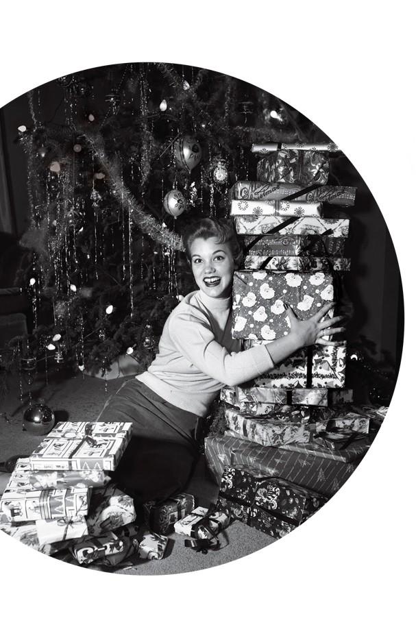 Ai, você jura que ganhei meu enxoval bordado e toda a coleção do Roberto Carlos neste Natal? (Foto: Debrocke / ClassicStock / Getty Images )