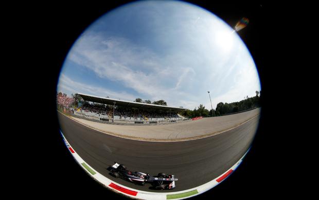 Terceiro lugar no grid de largada do GP da Itália coloca Nico Hulkenberg no centro das atenções do mercado (Foto: AP)