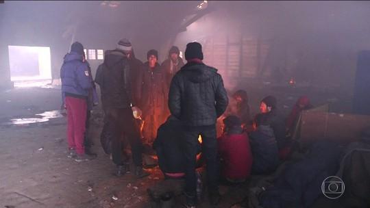 Inverno rigoroso provoca mortes e deixa cidades isoladas na Europa