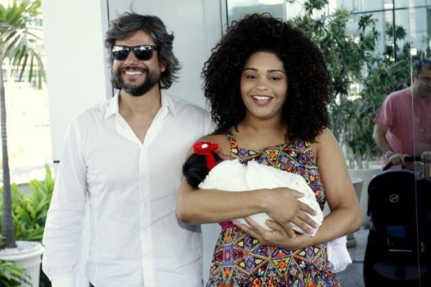 Ernani Nunes e Juliana Alves com Yolanda (Foto:  Marcos Ferreira/Brazil News)