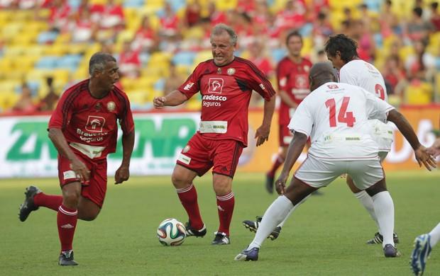 Jogo das Estrelas - Zico e Romário (Foto: Marcos de Paula/Agência Estado)