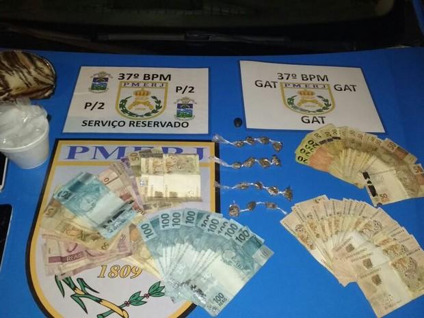 Material apreendido estava na casa do suspeito no Campo Belo (Foto: Divulgação/Polícia Militar)
