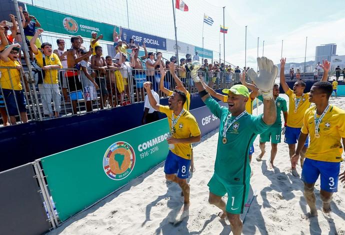 Brasileiros comemora diante da torcida a conquista invicta da Copa América  (Foto: Marcello Zambrana / DGW)