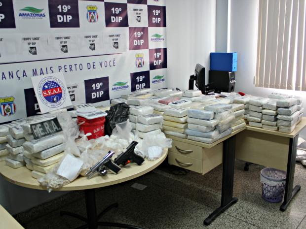 Drogas foram encontradas após denúncia anônima  (Foto: Sérgio Rodrigues/G1 AM)