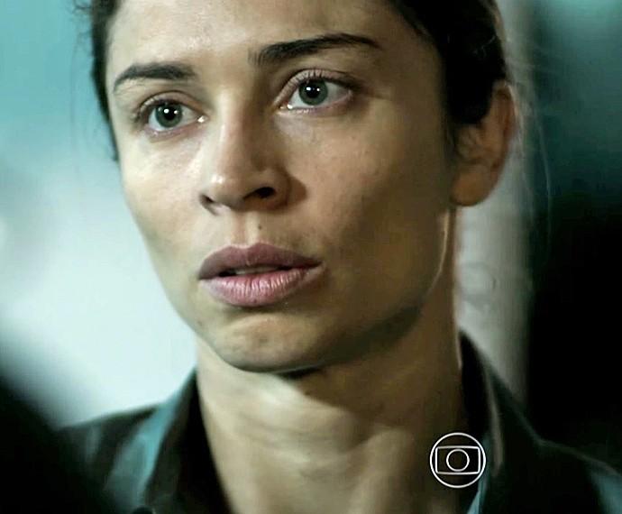 Larissa se assusta com a decadência de Roy (Foto: TV Globo)