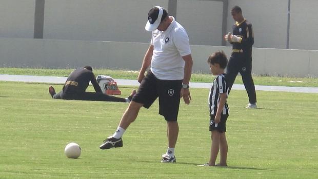 Oswaldo de Oliveira e o Filho Guilherme, Botafogo (Foto: Felippe Costa / Globoesporte.com)