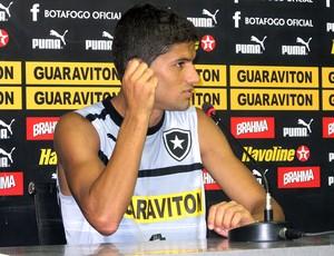 Jadson na coletiva do Botafogo (Foto: Raphael Marinho / Globoesporte.com)