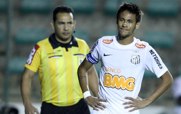 Neymar Santos x Atlético-GO (Foto: Adalberto Marques / Ag. Estado)