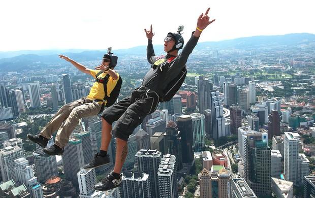 Aurelien Chatard e Adrien Lilamand base jump Malásia  (Foto: EFE)