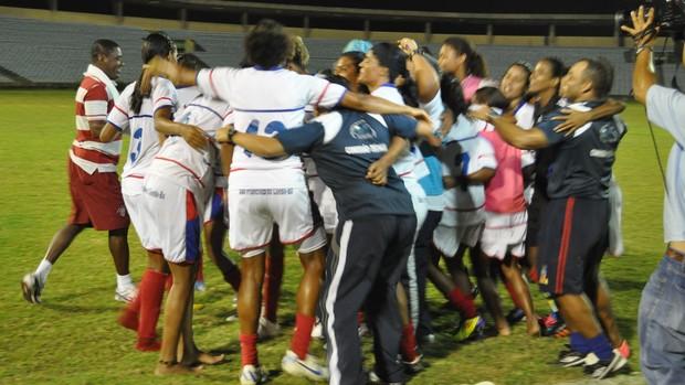 Jogadoras baianas fazem Carnaval após vitória (Foto: Renan Morais/GLOBOESPORTE.COM)