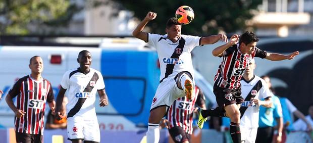 Vasco e São Paulo (Foto: Alexandre Cassiano / Agência o Globo)