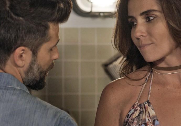 Mas dá para ver que os dois continuam apaixonados e... quase rola algo mais (Foto: TV Globo)