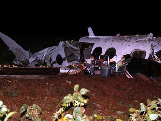 Aeronave, com capacidade para seis pessoas, caiu em uma área de plantação de soja (Foto: Bruna Fernandes/Assis City)