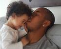"""Mariano posta com a filha: """"Triste? Deus me deu a maior felicidade do mundo"""""""