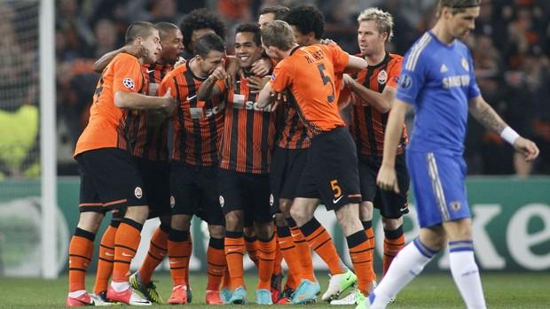 comemoração do Shakhtar Donetsk contra o Chelsea (Foto  Agência Reuters)  Shakhtar Donetsk venceu por 2 ... e0e7f61adf99b