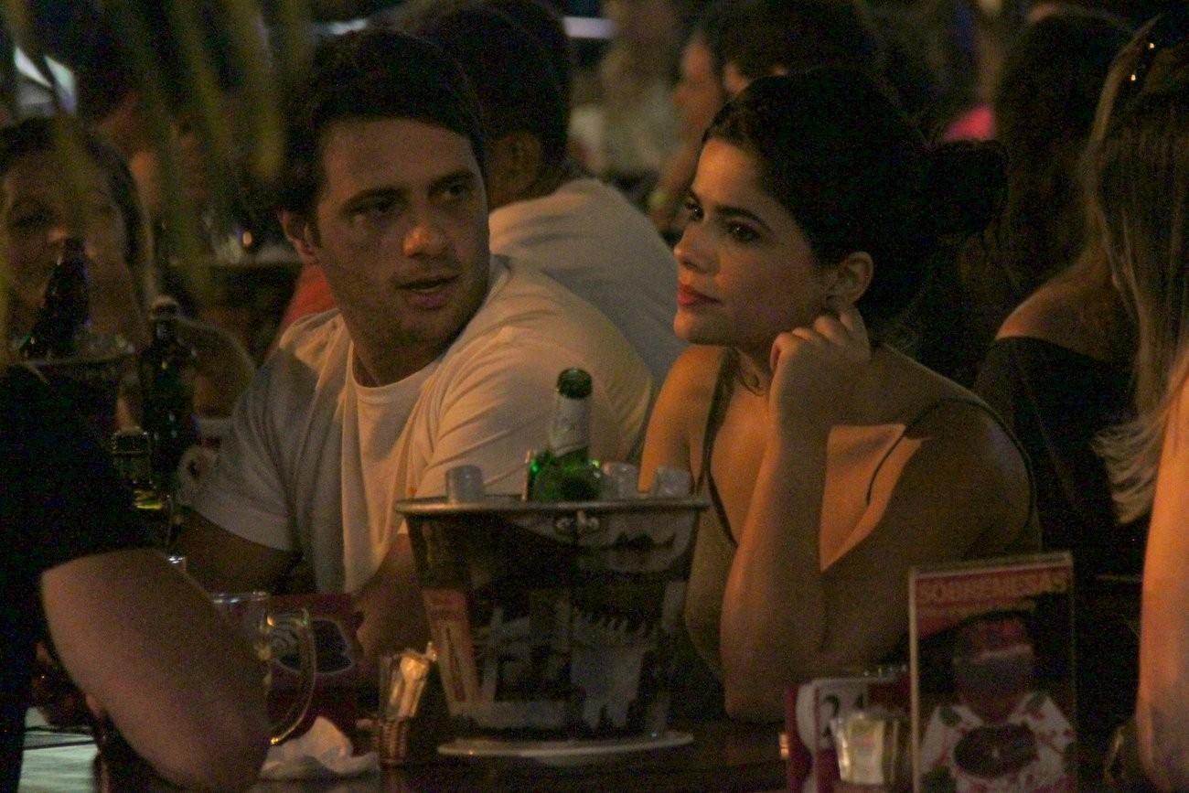 Vanessa e Giuseppe conversam (Foto: Gabriel Rangel/ AgNews)