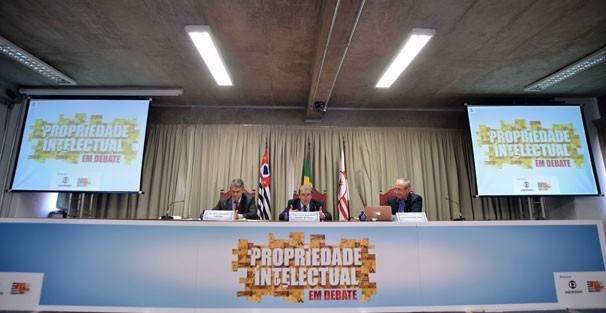Peter Siemsen, Desembargador José Reynaldo Peixoto de Souza e Luiz Fernando Lima falaram sobre os efeitos práticos da legislação desportiva no âmbito da propriedade intelectual (Foto: Studio 3X)