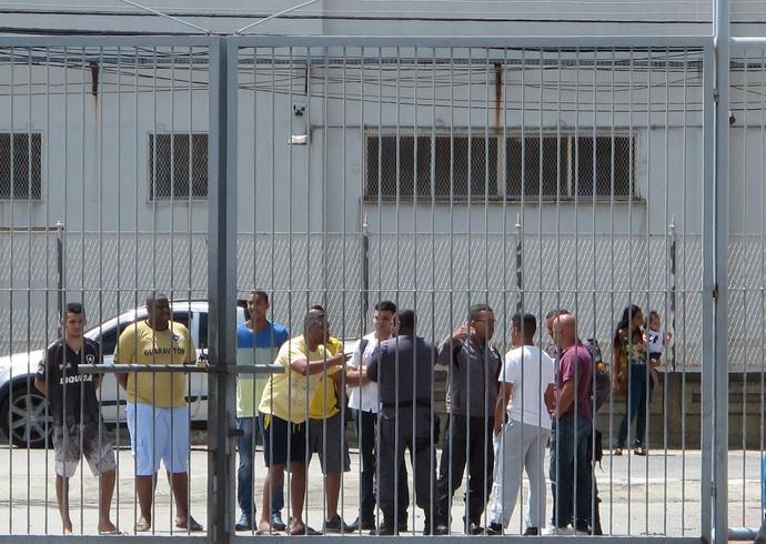 Protesto na saída do engenhao Botafogo (Foto: Fred Huber / Globoesporte.com)