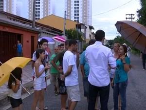 Moradores chegam a ficar 18 horas sem energia elétrica em Sorocaba (Foto: Reprodução/TV TEM)