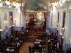 Familiares e amigos participam de missa de 7º dia de Hebe Camargo