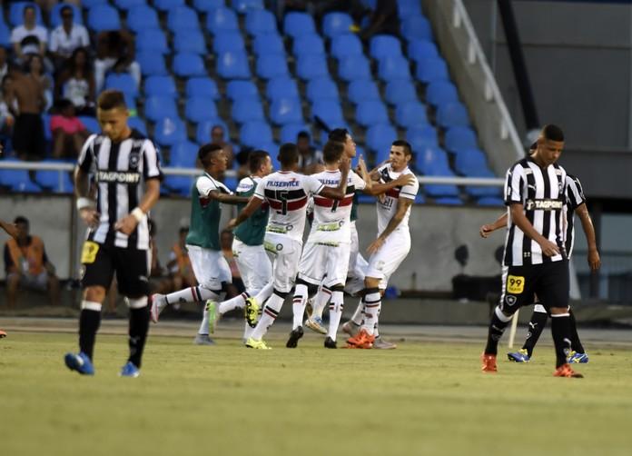 Botafogo x Santa Cruz comemoração (Foto: André Durão / GloboEsporte.com)
