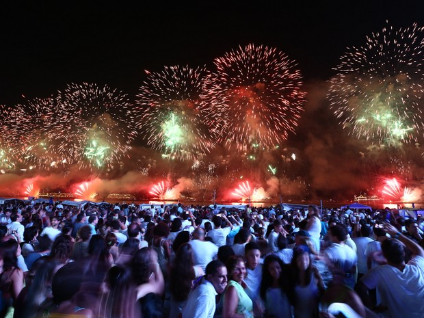 Fogos no Réveillon do Rio em 2014, em Copacabana (Foto: Rodrigo Gorosito/G1)