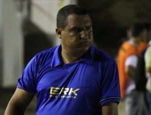 Higor César, técnico do Globo FC, não gostou do resultado no Barretão (Foto: Fabiano de Oliveira)