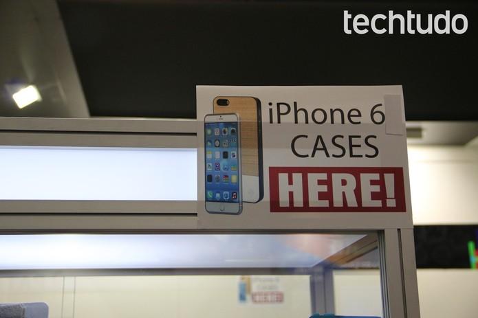Capinhas de iPhone 6: estande na IFA 2014, em Berlim, já vende cases maiores (Foto: Fabrício Vitorino / TechTudo)
