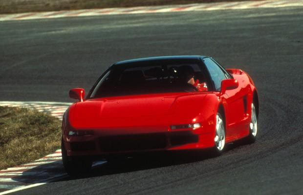 Senna ao volante do primeiro Honda NSX, em 1990 (Foto: Arquivo Honda)