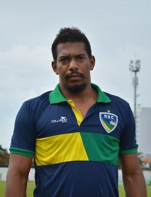 Juan Pedro, goleiro do Rondoniense aguarda liberação de documento para jogar no domingo contra o Guajará (Foto: Lívia Costa)