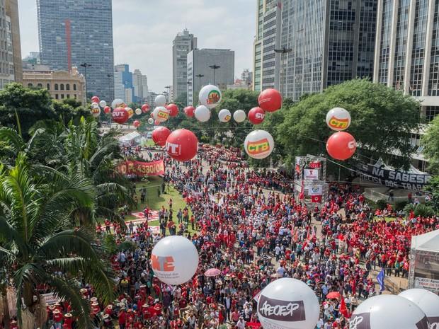 Ato das centrais sindicais e movimentos populares do campo e da cidade, nesta sexta feira (1), Dia do Trabalhador, no Vale do Anhangabaú, em São Paulo (SP).  (Foto: Fernando Zamora/Futura Press/Futura Press/Estadão Conteúdo)