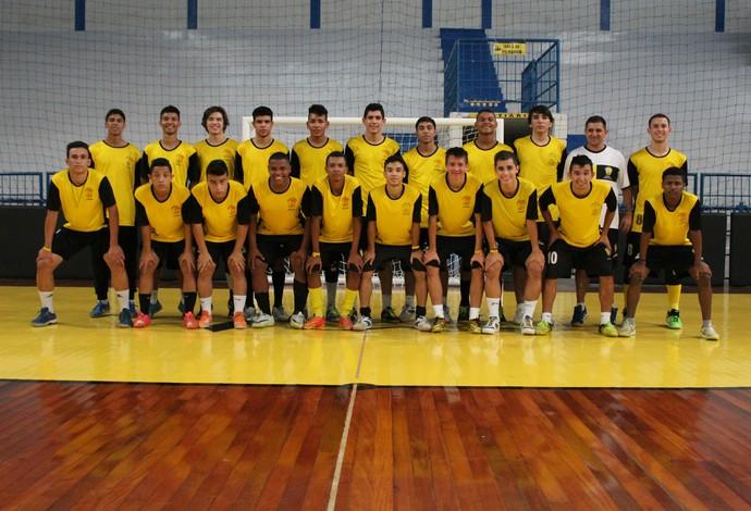 Elenco Praia Futsal sub 17 (Foto: Divulgação/Praia Clube)