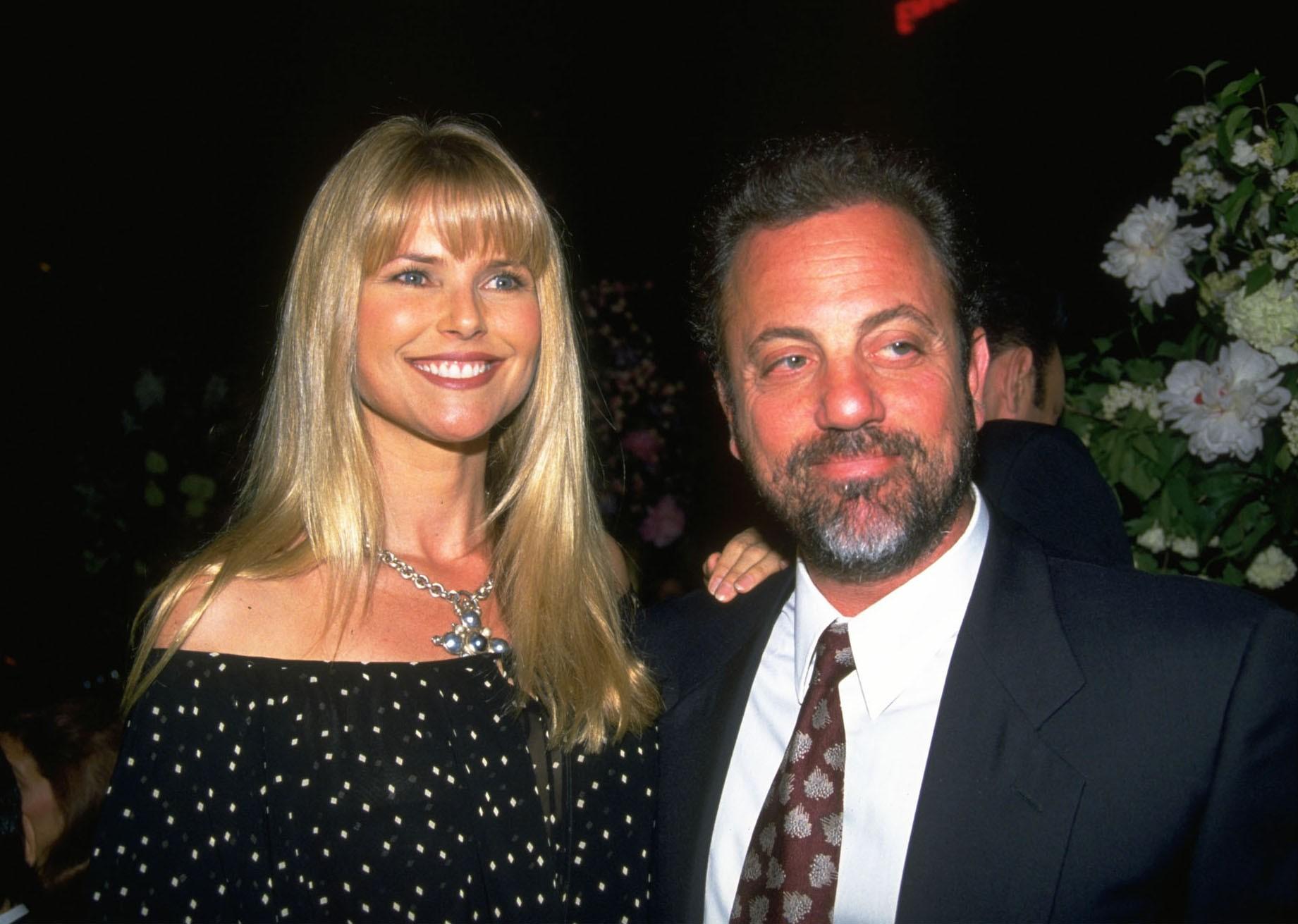 Billy Joel e Christie se separaram em 1994, nove anos depois de se casaram, mas o eles ainda se ajudam. Em agosto passado, o cantor, inclusive, fez uma serenata para ela com a música 'Uptown Girl' no Madison Square Garden. (Foto: Getty Images)