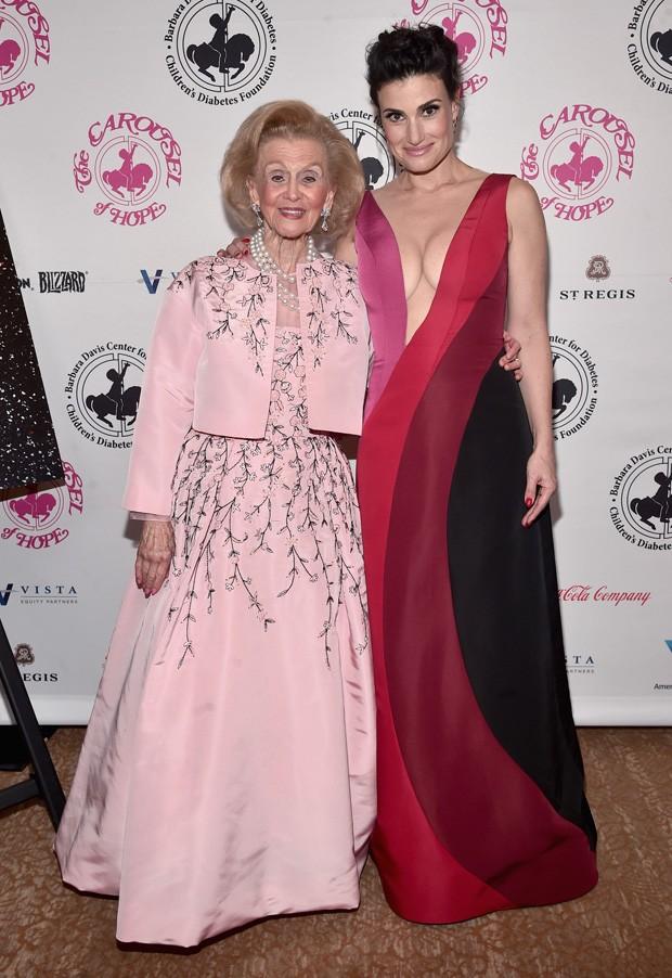 Barbara Davis e Idina Menzel (Foto: Alberto E. Rodriguez/Getty Images)