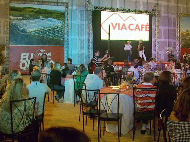 Evento marcou entrega simbólica de chaves para lojistas contratantes de shopping em Varginha (Foto: Reprodução EPTV)