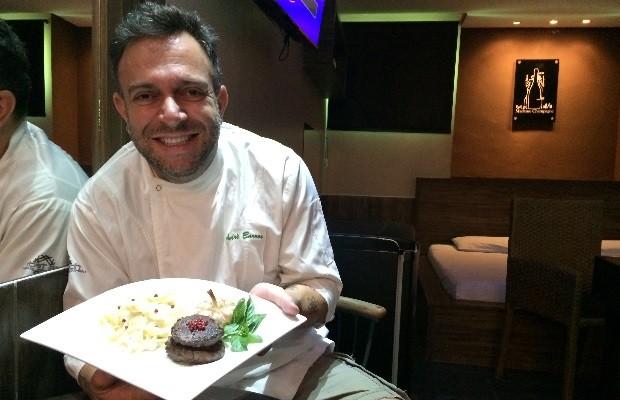 Chef André Barros participa do Festival Motel Gastronomia desde a primeira edição, em Aparecida de Goiânia, Goiás (Foto: Vitor Santana/G1)
