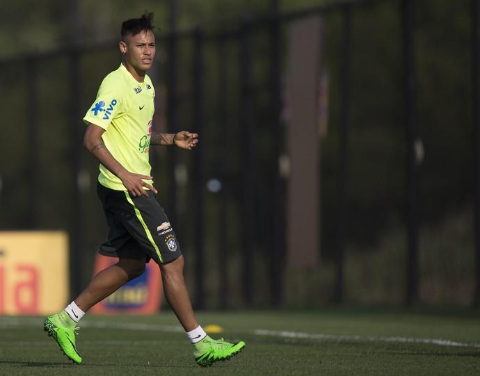 Neymar durante treino da Seleção em Nova Jersey (Foto: Leo Correa/Mowa Press)