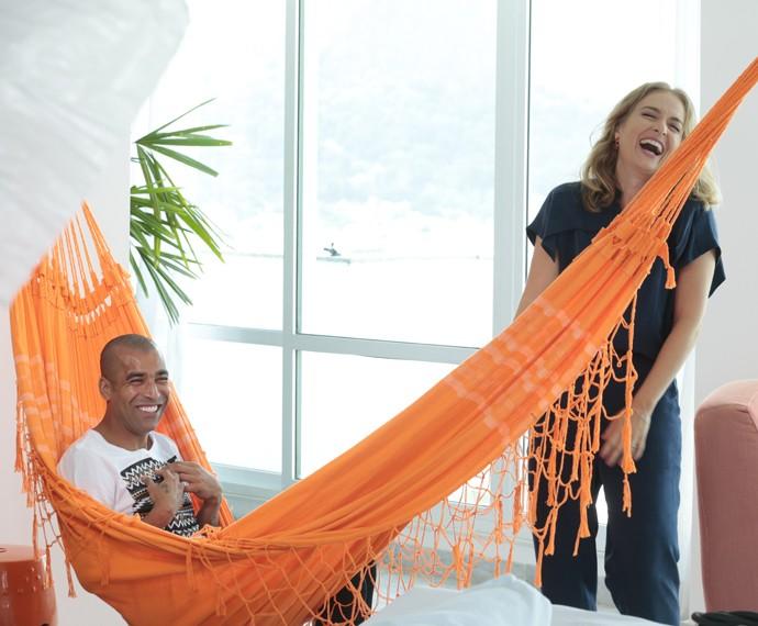 A apresentadora se diverte na gravação do programa (Foto: Felipe Monteiro/Gshow)