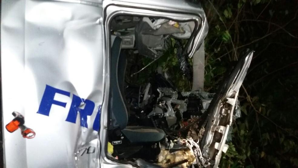 Acidente aconteceu no KM 54 da BR-135 na noite desta sexta (26) (Foto: Divulgação/PRF)