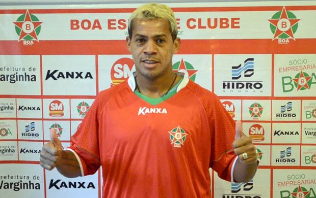Marcelinho Paraíba se apresentou ao Boa Esporte nesta sexta-feira (19) (Foto: Tiago Campos / Globoesporte.com)