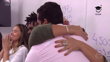 Angélica promove reencontro emocionante de colegas e professora de Marcelo Melo Jr.