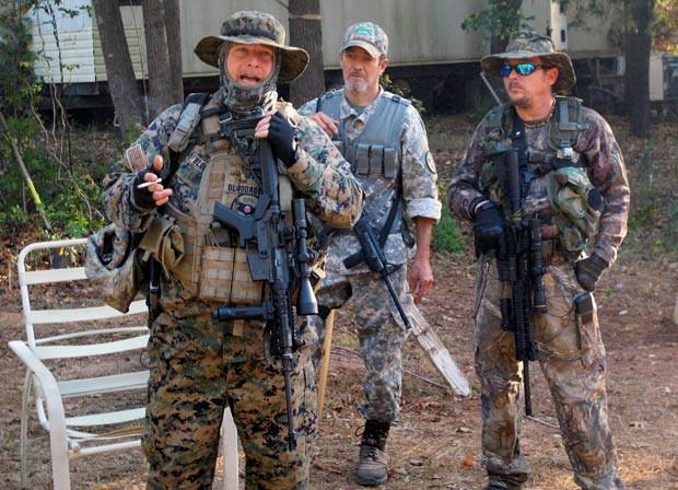 Chris Hill, à esquerda, é líder de um grupo pró-Trump (Foto: Justin Mitchell/Reuters)
