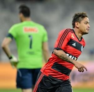 Carlos Eduardo gol Flamengo (Foto: Pedro Vilela / Ag. Estado)