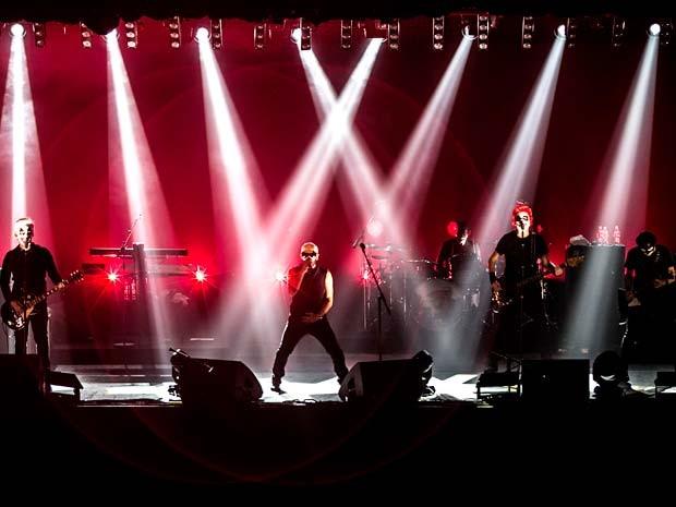A banda Titãs durante show (Foto: Silmara Ciuffa/Titãs)