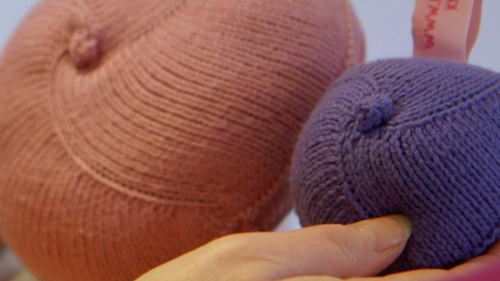 Seios de tricô são alternativa às próteses de silicone (Foto: BBC)