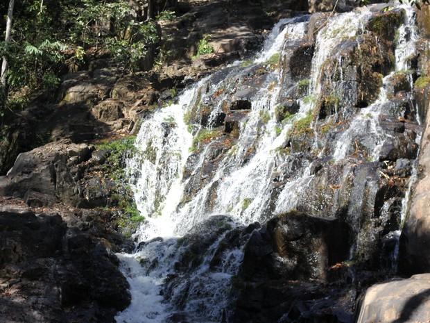 Cachoeira fica a uma hora de carro de Ji-Paraná (Foto: Pâmela Fernandes/ G1)