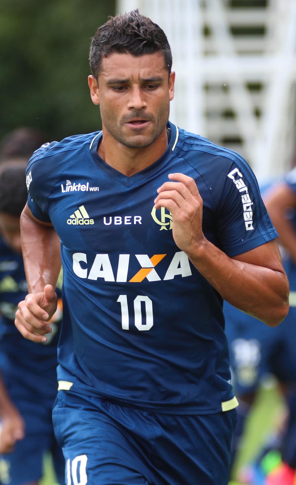 Ederson corre para conseguir chance no Flamengo (Foto: Gilvan de Souza/Flamengo)